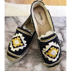 NEW Soludos Aztec Embroidered Canvas Espadrilles